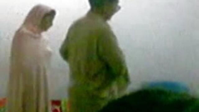 પોર્ન સનીલીયોન ના સેકસી ફોટા સાથે શેરીડેન પ્રેમ